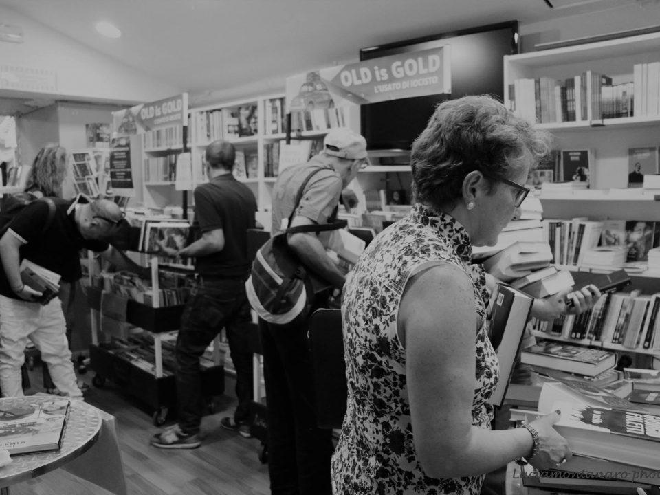01 - Galleria - Old Is Gold - Serata dedicata ai libri - IoCiSto Libreria